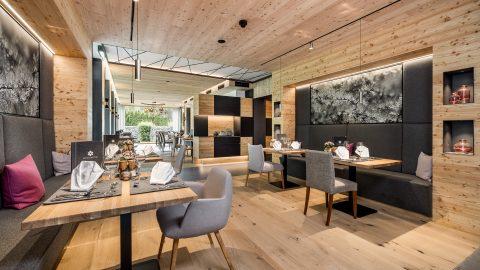 Speisesaal HotelHolzleiten byRudiWyhlidal 2827 HDR edit